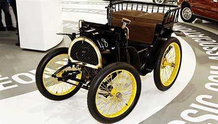 renault-voiturette-isimli-ilk-otomobil